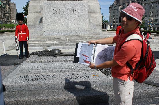 ออตตาวา, แคนาดา: Our walking tour guide Matthew!