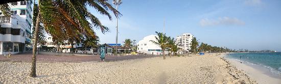 Hotel Verde Mar: Playa a 30 mts del hotel