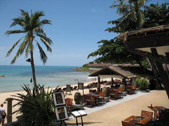 Impiana Resort Chaweng Noi: spiaggia difronte il ristorante dell'hotel