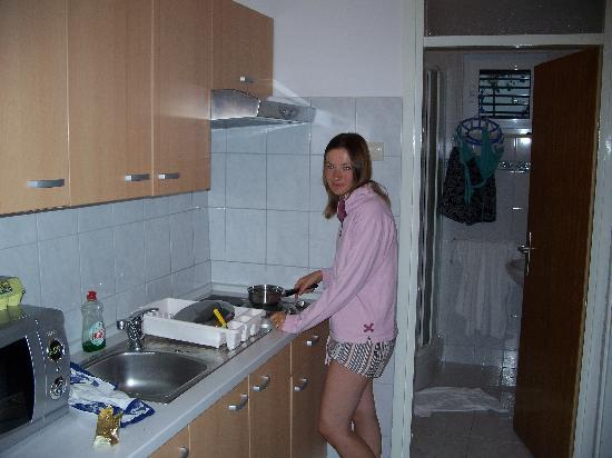Lina Apartments: The cooking area