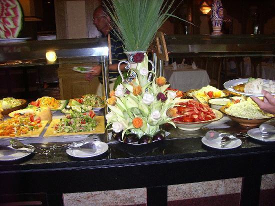 Concorde Hotel Marco Polo: eten alles er op en er aan