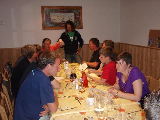 Riders Refuge - Chalet Les Pistes: Meal time