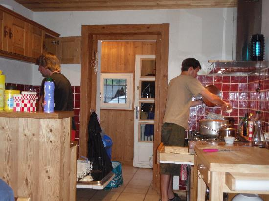 Riders Refuge - Chalet Les Pistes: Kitchen