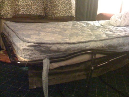 "La Quinta Inn & Suites NW Tucson Marana: The ""Full"" pullout mattress at La Quinta Marana"