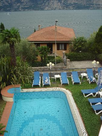 Hotel Cristallo: pool and lake (viewed from terrace)