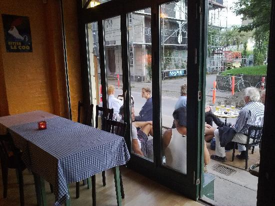 Cafe Lecoq : Café le Coq, summer evening