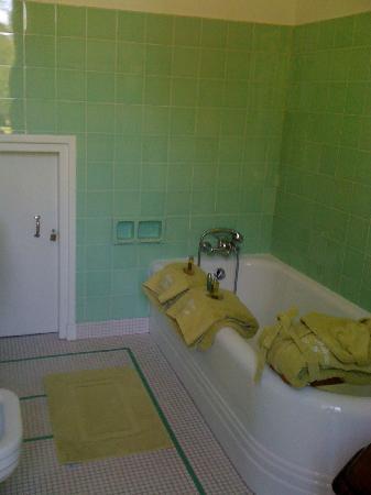 Chateau de Buno: salle de bain