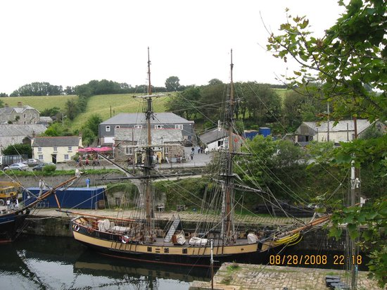 Charlestown Shipwreck & Heritage Centre: The first ship with the town behind.  The museum is behind me.