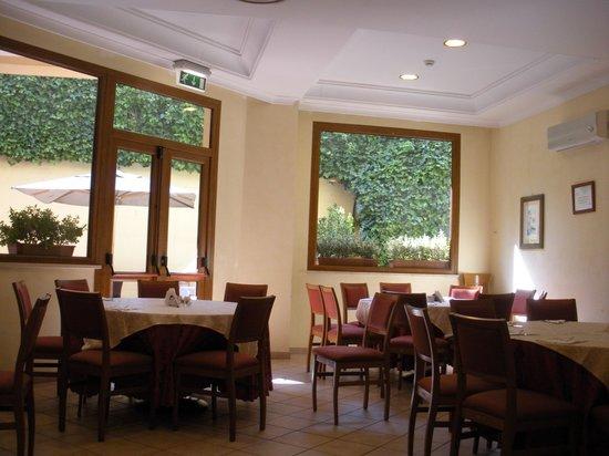 Excel Hotel Roma Ciampino:                                     Breakfast area