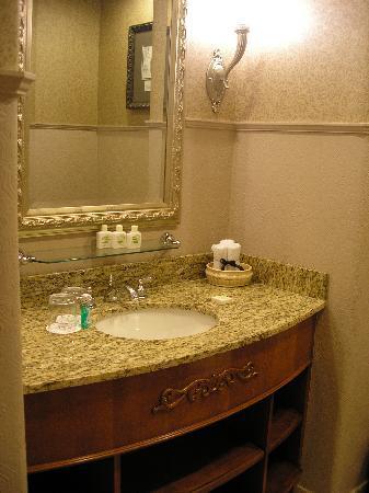 Mountain View Suite - Bathroom 1