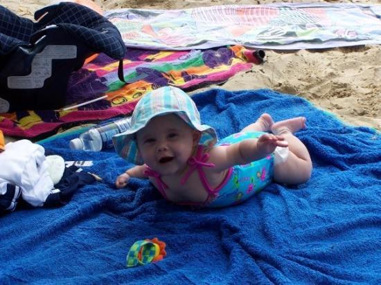 รินคอน, เปอร์โตริโก: Sophia's first time on a beach-PR