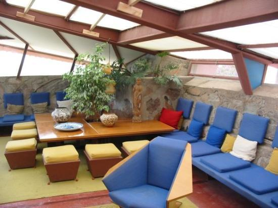 Frank lloyd wright 39 s taliesan west in scotsdale az for Living room gainey ranch