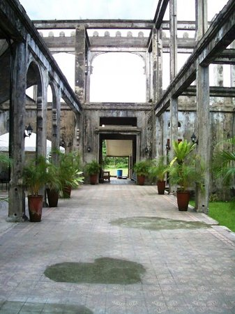 Bacolod, Filippinerna: Inside The Ruins