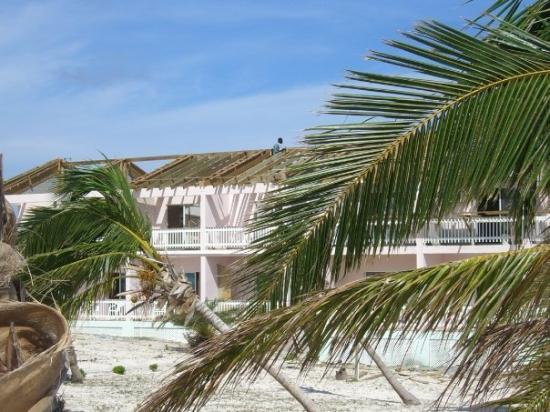 แกรนด์เติร์ก: Grand Turk -- this part was in Bohio Beach, it got hit pretty hard during hurricane Ike.