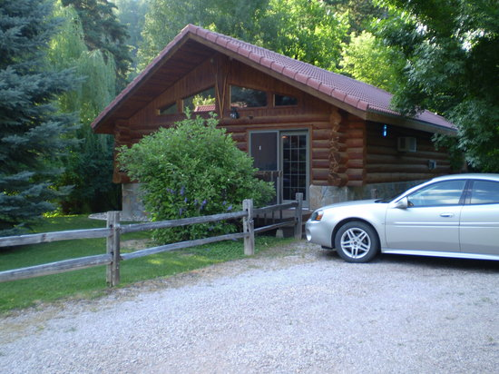 Abend Haus Cottages and Audries Bed and Breakfast: Front of cabin