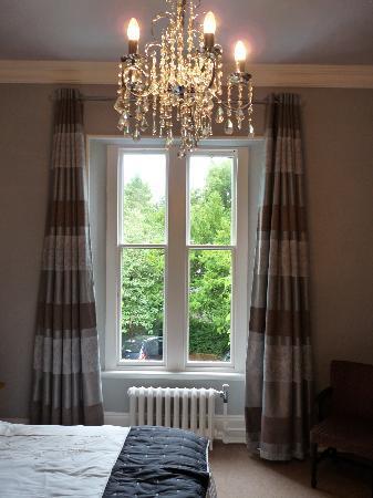 Lairbeck Hotel: Large original sash window in bedroom