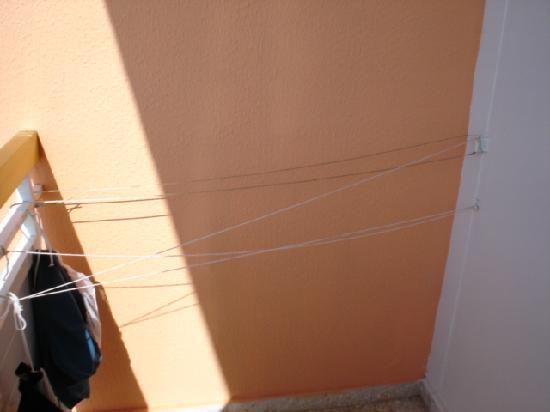 Asterias Beach Hotel: Jury-rigged clothes line. Not a 4* attribute!