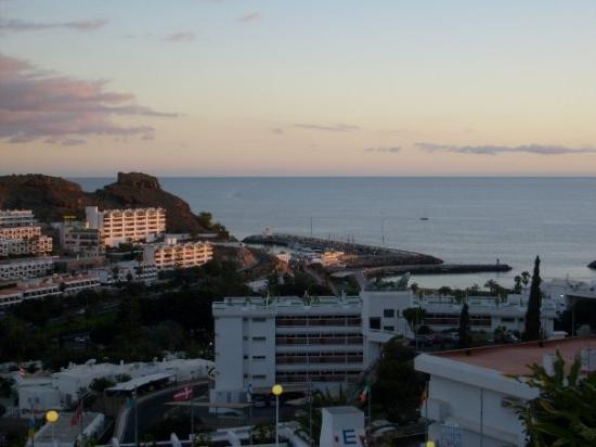เปอร์โตริโก, สเปน: Gran Canaria, Puerto Rico. Näkymä hotellihuoneemme terassilta auringon laskiessa.