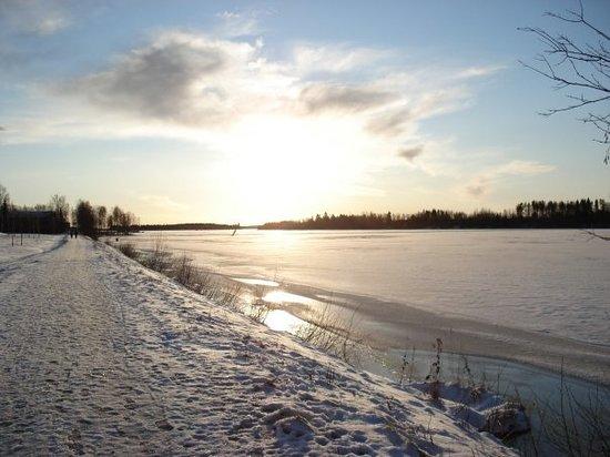 Umeå, Sverige: Les berges de l'Ume.