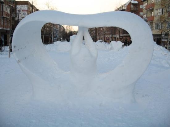 อูเมอา, สวีเดน: Concours de sculptures dur neige en centre ville...