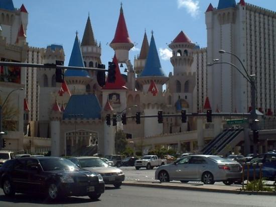 เอ็กซ์คาลิเบอร์: Excalibur hotel.
