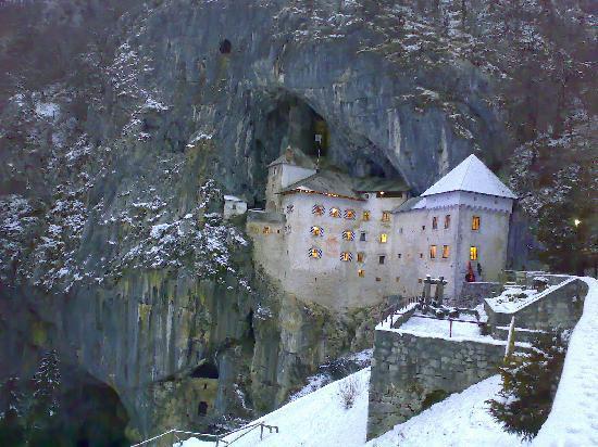 Postojna, สโลวีเนีย: Predjama Castle