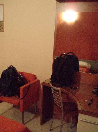 Hotel Del Corso: Desk