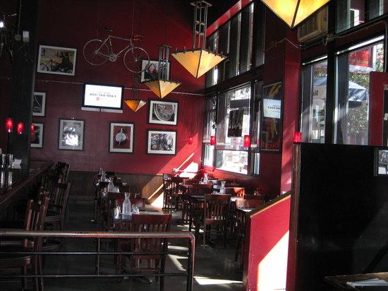 Belltown Pizza: Interior