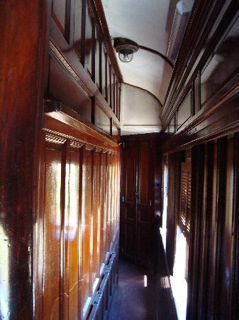 Tren Historico a Vapor Bariloche: pasillo del vagon ejecutivo