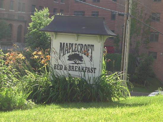 Maplecroft Bed And Breakfast: B&Bの看板