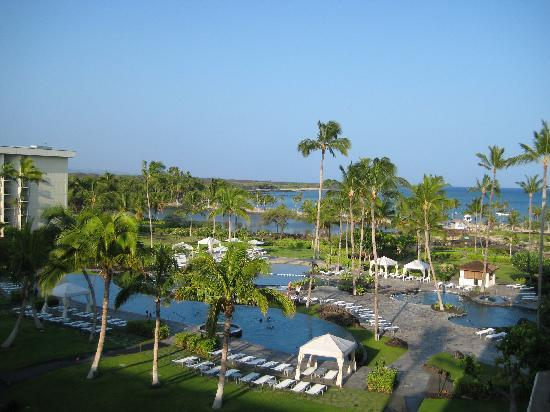 Waikoloa Beach Marriott Resort & Spa: View of pools and beach