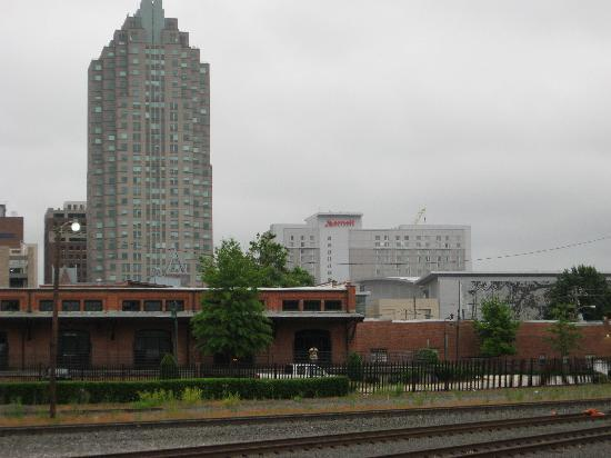 Raleigh Marriott City Center: View of hotel from Amtrak station