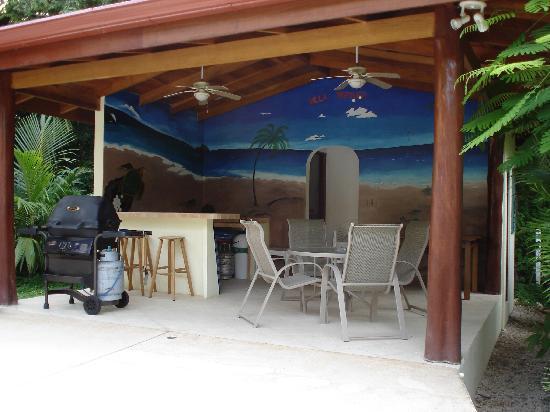 Villa Tortuga: Kioska for shade and entertaining