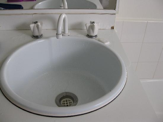 Apartments on Lygon - Melbourne: Deluxe apartment #18 - bathroom cabinets
