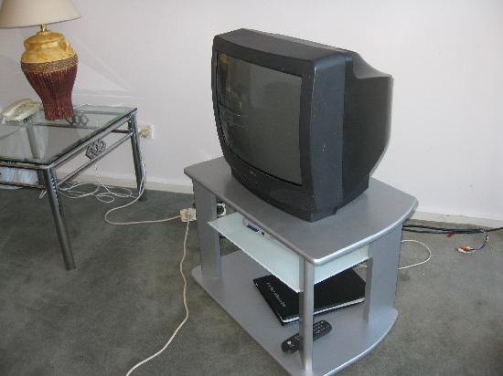 Apartments on Lygon - Melbourne: Deluxe apartment #18 - small box tv & cables