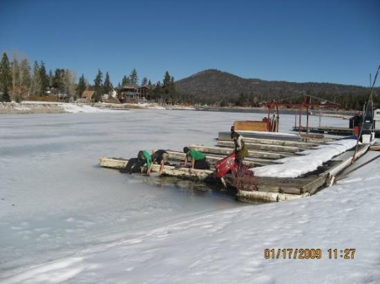 Big Bear Lake: Fun on the frozen lake