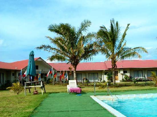 Taha Tai Hotel: お庭とちょこっと見えるプール