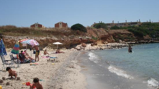 Hostal de l'Alguer: The beach