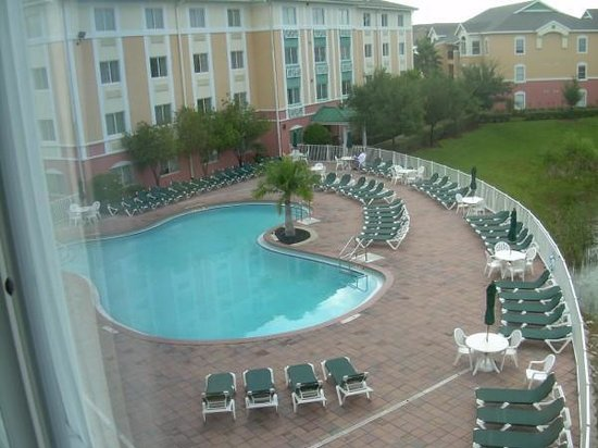 Crown Club Inn Orlando By Exploria Resorts: View of the pool from our room