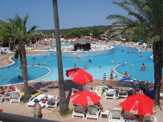 Grupotel Mar de Menorca: Pool from accomodation