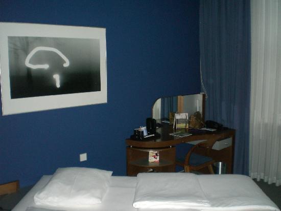 Sheraton Hannover Pelikan Hotel: Classic Zimmer + Schreibtisch