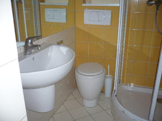 Hotel des Loges: salle de bain