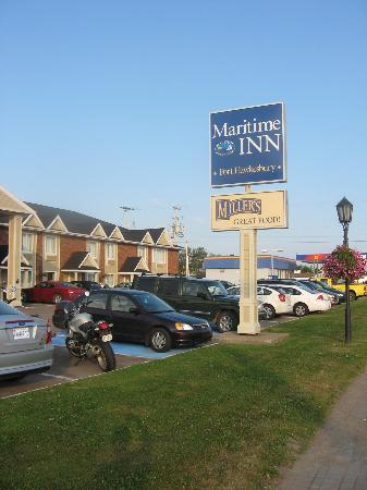 Maritime Inn Port Hawkesbury : View from street
