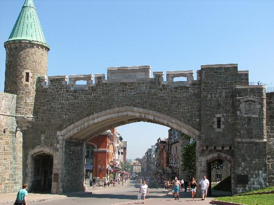 Quebec City Marriott Downtown: Gate to old town