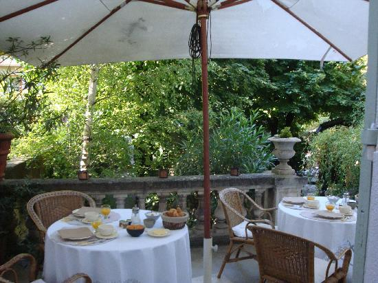 Une Autre Maison : Dining Alfresco for Breakfast