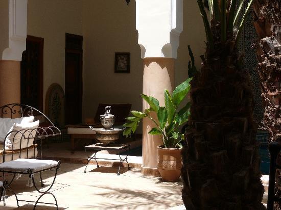 Riad Les Trois Palmiers El Bacha: RDC Riad autour de la Piscine