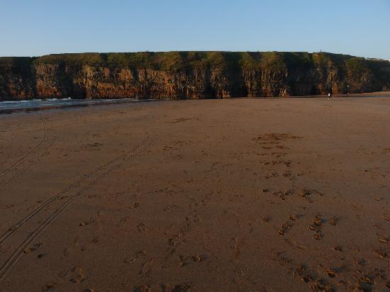 Ballybunion, Irlande : this is the beach across from hotel.