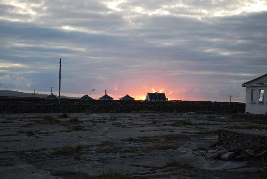 Inis Meain Hotel / Ostan Inis Meain: View of the sunset from the hotel.