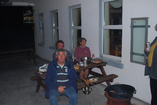 Inishmann, Irland: They had a BBQ while we were there - YUM!