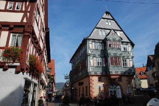 Miltenberg, Tyskland: Hotel Riesen was built in 1599 and is the second hotel to stand on this spot